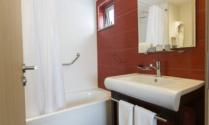 DELUXE TRIPLE ROOM Regency Way Montevideo Hotel Montevideo